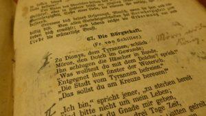 book-492300_1920
